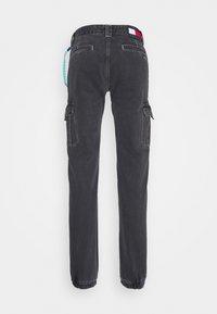 Tommy Jeans - SCANTON CARGO - Jeans straight leg - save black rigid - 6