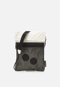 FLAK MEDIUM UNISEX - Bum bag - pure ecru