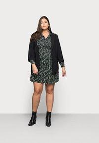 Glamorous Curve - MINI DRESS - Shirt dress - black/green - 1