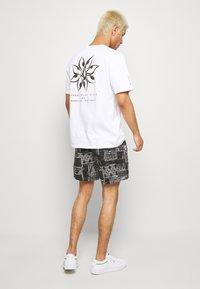 Cotton On - HOFF - Shorts - black/white - 2