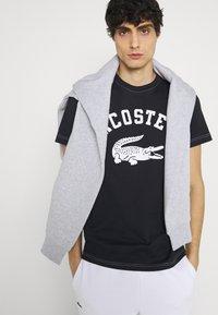 Lacoste - Print T-shirt - abimes - 3