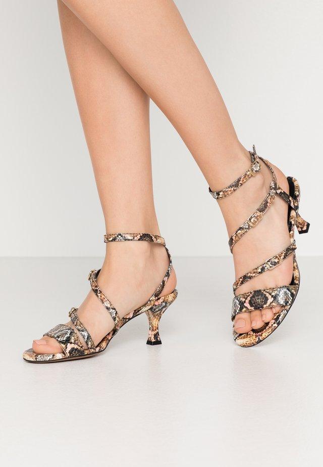 Sandály - sumba