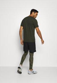 Nike Performance - Leggings - medium olive/white - 2
