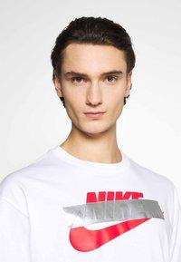 Nike Sportswear - PUNK PACK - Print T-shirt - white - 3