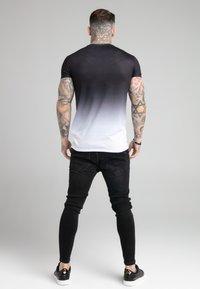 SIKSILK - FADE TEE - T-shirt med print - black/white - 2