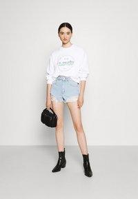 Levi's® - VINTAGE RAGLAN CREW - Sweatshirt - gradient white - 1