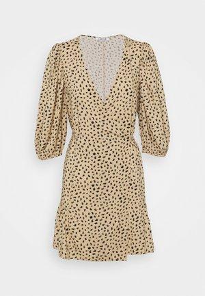 GEMMA DRESS - Denní šaty - beige