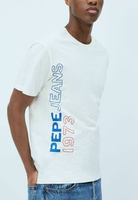 Pepe Jeans - DOUGLAS - Print T-shirt - blanco off - 2