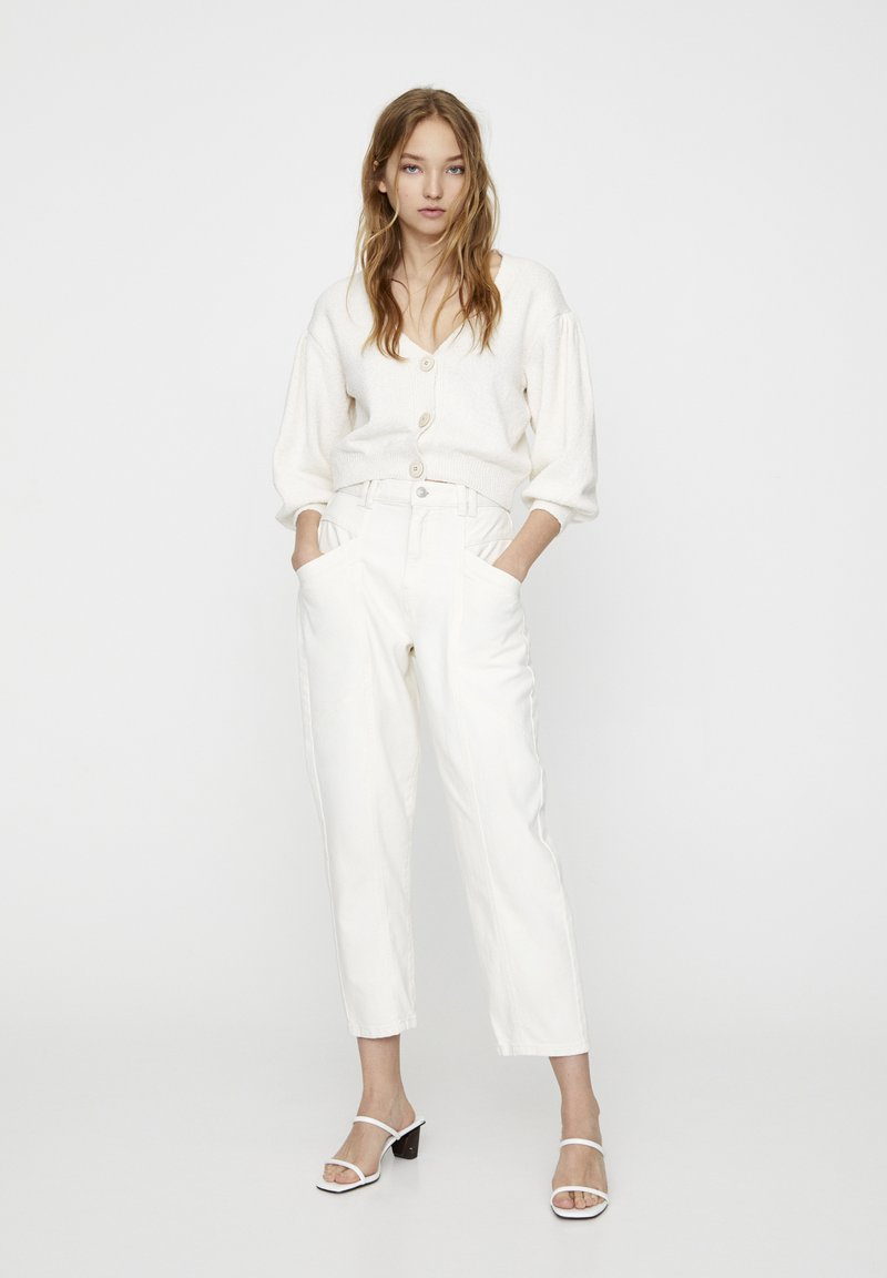 PULL&BEAR - Džíny Relaxed Fit - white