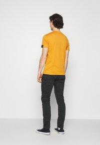 Replay - ANBASS HYPERFLEX REUSED - Slim fit jeans - dark grey - 2