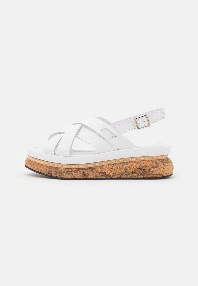 Korkeakorkoiset sandaalit - blanco