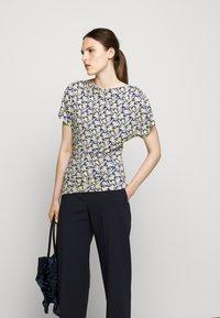 WEEKEND MaxMara - FOSCO - Print T-shirt - ozean - 4