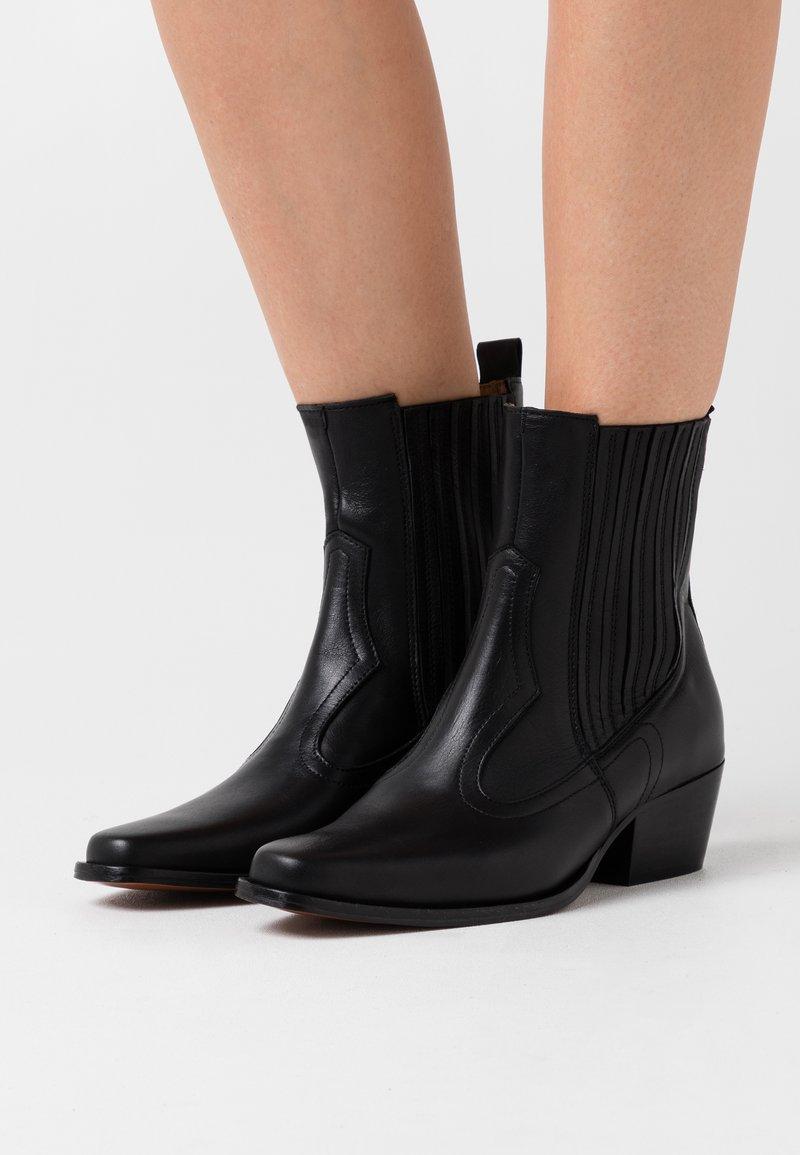 Toral - Cowboy/biker ankle boot - black