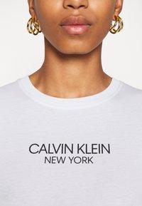 Calvin Klein - 2 PACK - Triko spotiskem - white/mid grey heather - 6