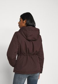 Vero Moda Petite - VMAGNESBEA - Light jacket - chocolate plum - 3