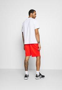 Nike SB - SUNDAY UNISEX - Shorts - chile red/dark beetroot - 2