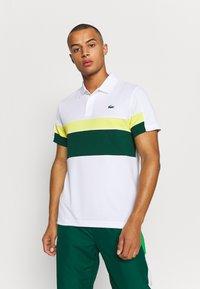 Lacoste Sport - TENNIS TOUR - Polo shirt - blanc/vert/jaune/blanc/noir - 0