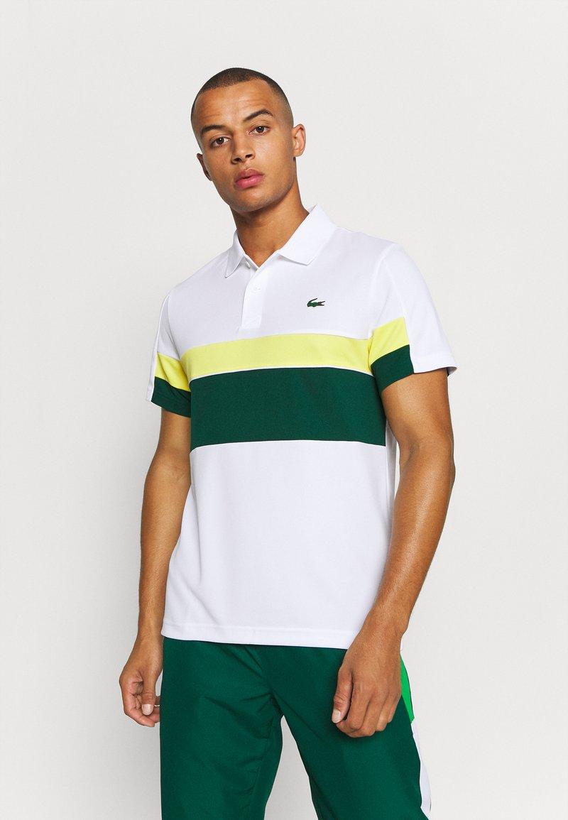 Lacoste Sport - TENNIS TOUR - Polo shirt - blanc/vert/jaune/blanc/noir