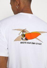 Reebok Classic - TEE - Print T-shirt - white - 5