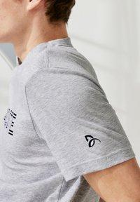 Lacoste Sport - Camiseta estampada - gris - 1