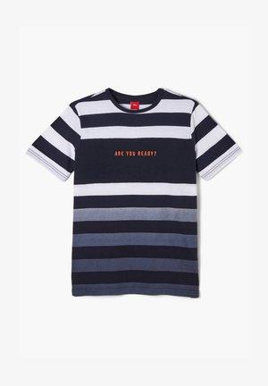 MIT FARBVERLAUF - Print T-shirt - white/blue