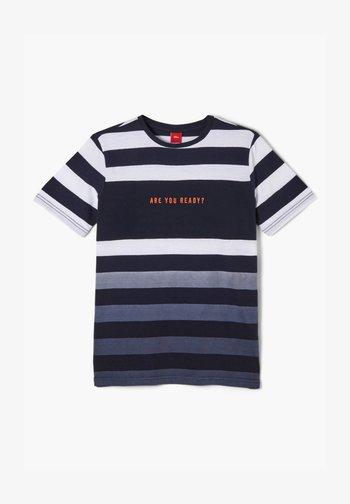 MIT FARBVERLAUF - T-shirt con stampa - white/blue