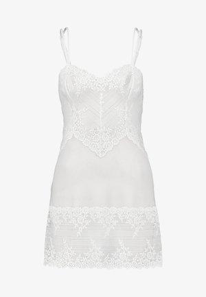 EMBRACE CHEMISE - Nattskjorte - delicious white