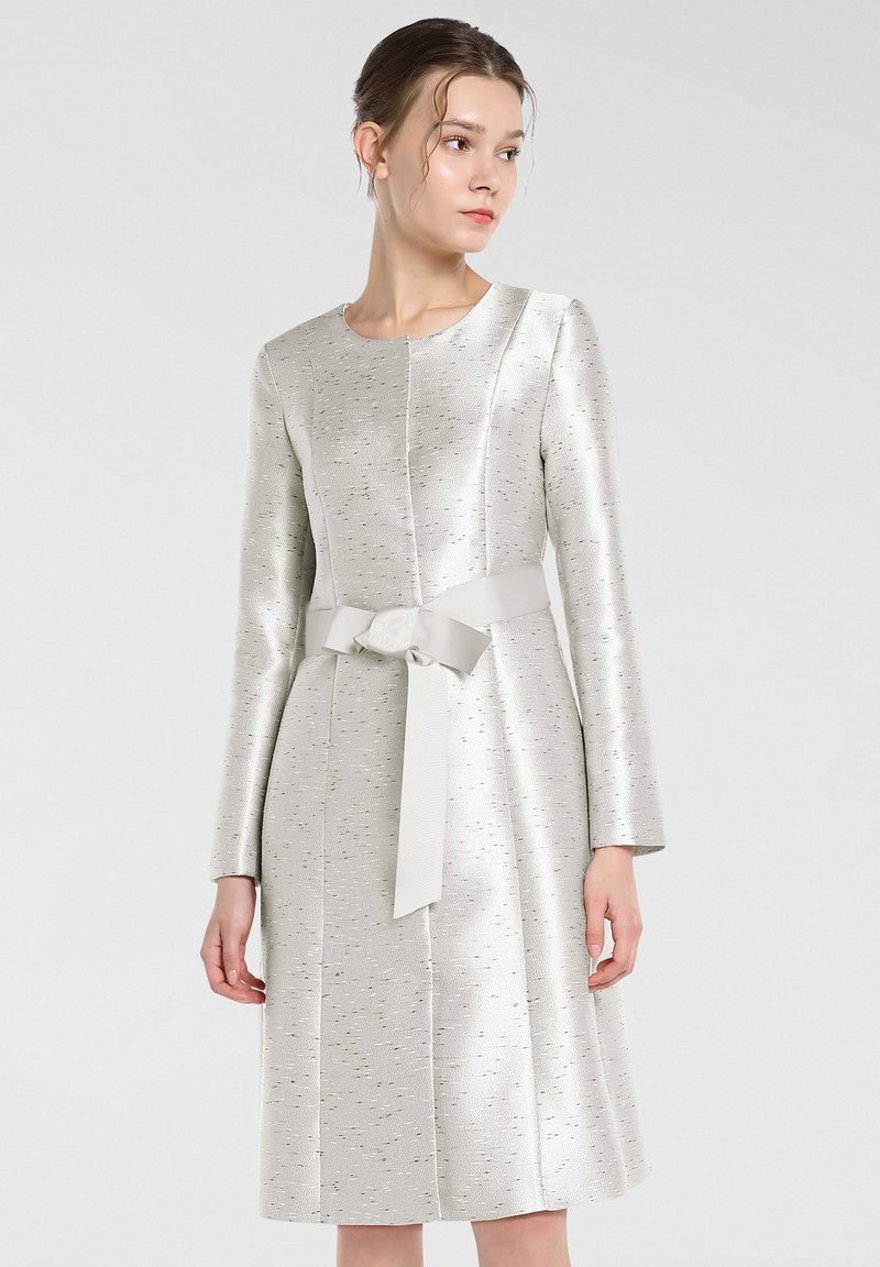 Apart - Classic coat - creme-schwarz