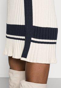 GANT - VARSITY SKIRT - Pencil skirt - cream - 4