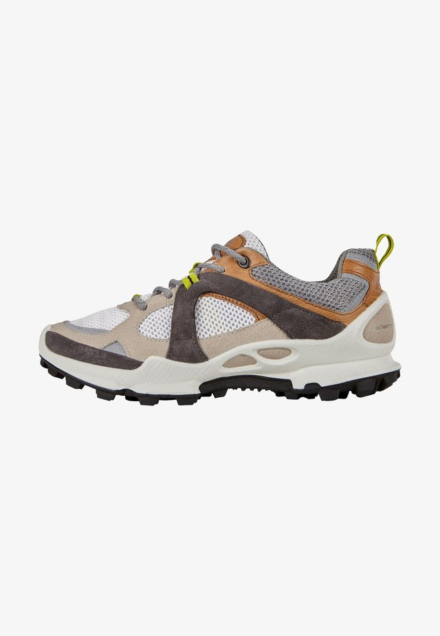BIOM C-TRAIL W LOW - Sneakers - gravel/volluto/white