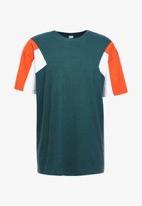 BOXY TEE - Print T-shirt - jasper/rustorange/white