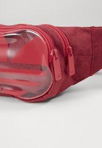 adidas Originals - ESSENTIAL WAIST - Ledvinka - powerpink - 5