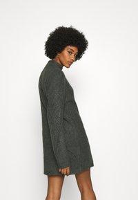 Noisy May - NMEDEN HIGH NECK DRESS  - Strikket kjole - dark grey melange - 2