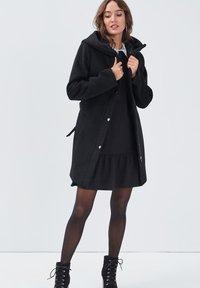 Cache Cache - MIT GÜRTEL - Short coat - noir - 1