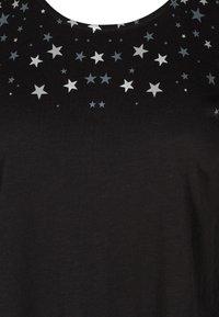 Zizzi - Print T-shirt - black stars - 5
