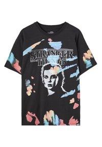 PULL&BEAR - STRANGER THINGS - Print T-shirt - black - 0