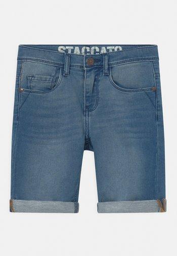 BERMUDAS KID - Denim shorts - light blue denim