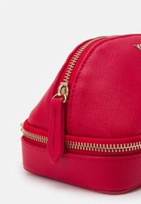 Valentino by Mario Valentino - SOFT COSMETIC CASE - Trousse - rosso - 4