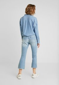 Tommy Jeans - CROP - Flared Jeans - light-blue - 2