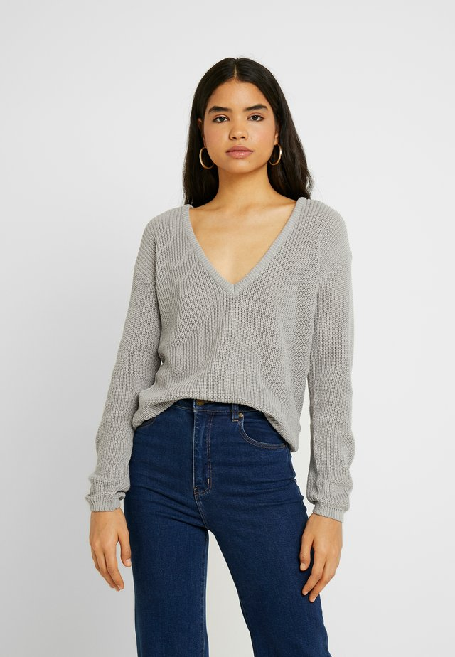 DEEP FRONT V NECK - Strickpullover - grey