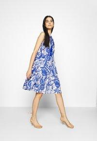 Emily van den Bergh - Day dress - white/blue - 1