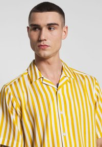 Only & Sons - ONSWAYNE LIFE - Shirt - golden spice - 3