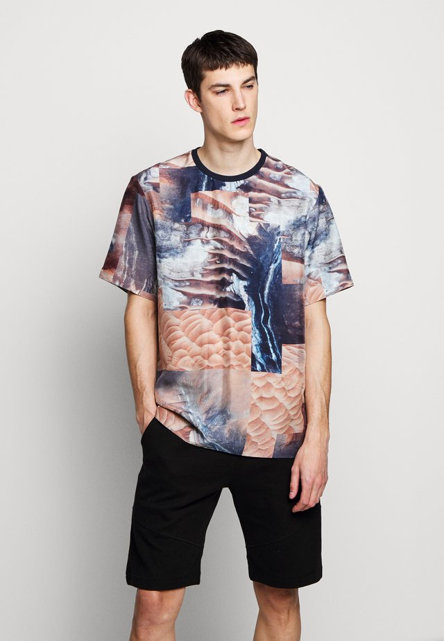 HABOTAI MARS - T-shirt print - multi-coloured