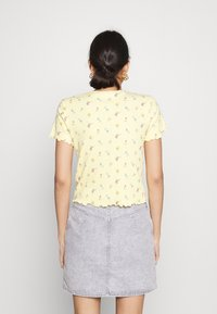 Hollister Co. - LETTUCE BABY TEE - Print T-shirt - yellow - 2