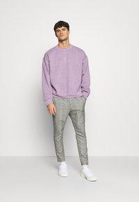 Topman - VERT ROME PRINT - Sweatshirt - lilac - 1