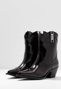 MSGM - Cowboy/biker ankle boot - black - 4