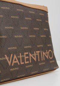 Valentino Bags - LIUTO - Toiletti-/meikkilaukku - brown/multi - 2