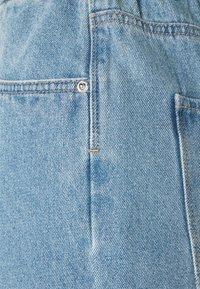 Vero Moda - Shorts di jeans - light blue denim - 2