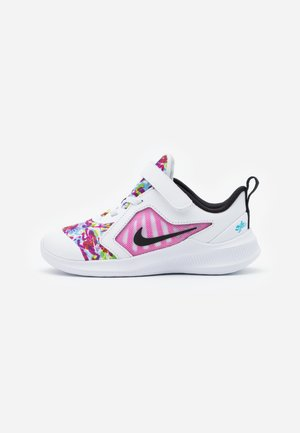 DOWNSHIFTER 10 FABLE  - Neutral running shoes - white/black/fire pink/blue fury