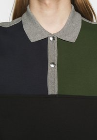 PS Paul Smith - HALF PLACKET  - Sweatshirt - grey/black/green - 4